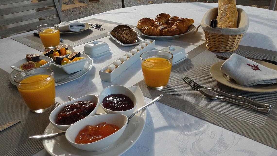 Petit déjeuner à l'Escale Provençale