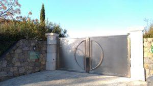 Portail fermé du BnB l'Escale Provençale